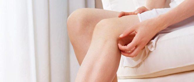 К чему чешутся колени: Приметы про правое и левое колено